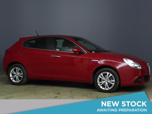 (2013) Alfa Romeo Giulietta 1.6 JTDM-2 Lusso 5dr £1980 Of Extras - Panoramic Roof - Bluetooth Connection - £30 Tax - Parking Sensors