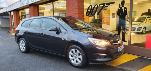 2014 (64) Vauxhall Astra 1.6 CDTi 16V ecoFLEX Design 5dr Free Road Tax For Sale In Swansea, Glamorgan