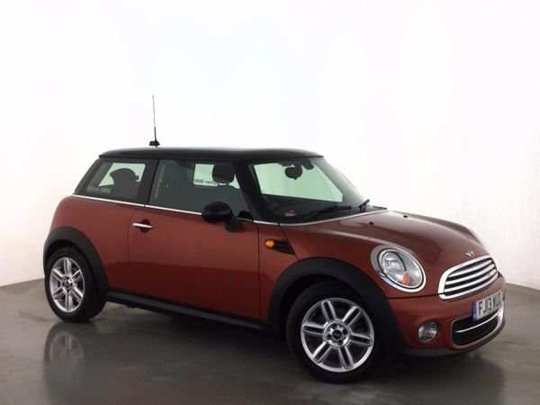(2013) MINI HATCHBACK 1.6 Cooper D 3dr £3555 Of Extras - Satellite Navigation - Luxurious Leather - Bluetooth Connectivity