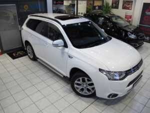 2015 15 Mitsubishi Outlander 2.0 PHEV GX5h 5dr Auto **RED LEATHER**SAT NAV** 5 Doors Four Wheel Drive