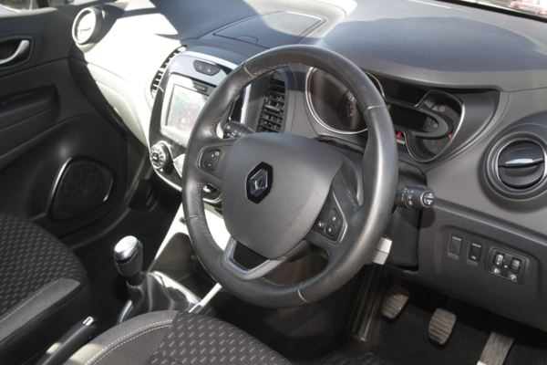 2018 (18) Renault Captur 0.9 TCE 90 Dynamique S Nav For Sale In Portsmouth, Hampshire